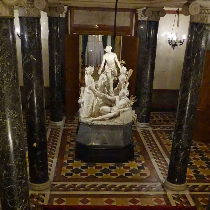Visita al Museo Revoltella a Trieste: scultura dedicata al taglio dell'istmo di Suez