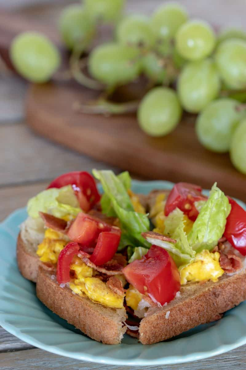 Weight Watchers BLT Toastis a great twist on the breakfast many of us eat: just eggs and toast.There is only 3 Weight Watchers FreestyleSmart Pointsin each serving!