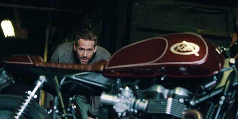 Ryan Reynolds nos enseña su nueva Cafe Racer