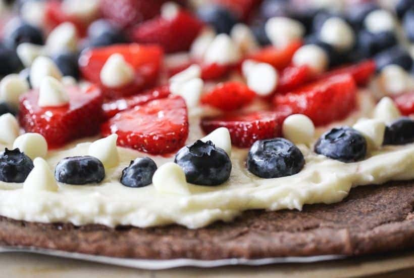 This red, white and blue Star-Spangled Brownie Pizza is perfect for any patriotic celebration. Bring this easy patriotic recipe to your July 4th picnic.