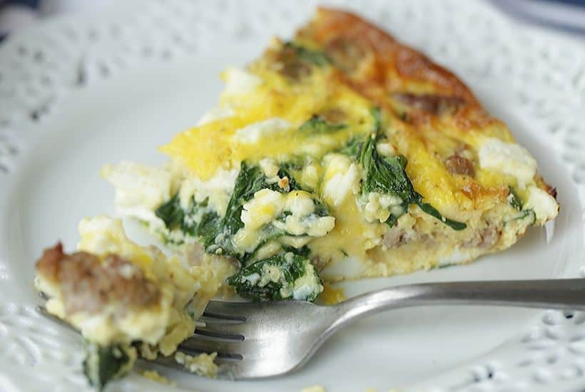 Start your day off right with this Sausage, Spinach and Feta Frittata recipe. This easy frittata recipe is perfect for breakfast or brunch. This make-ahead breakfast option is perfect throughout the week for a quick meal or snack. #frittata #sausagefrittata