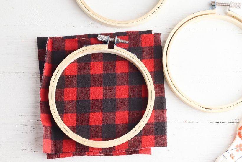 Buffalo Plaid Hoop Ornaments feature 6