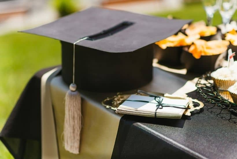 Graduation Party planning tips feature