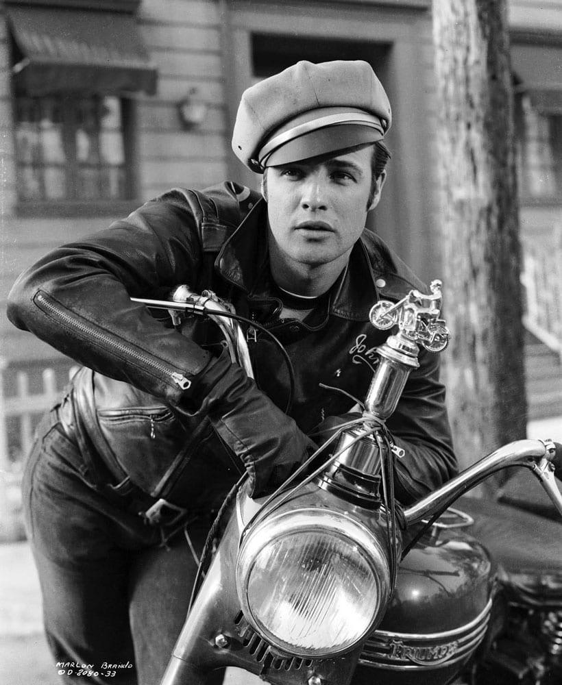Марлон Брандо в байкерской кожаной куртке