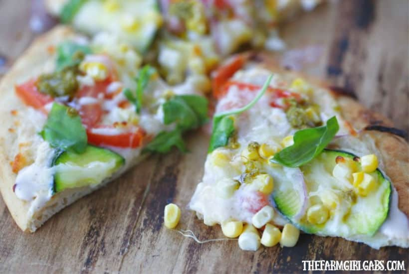 This delicious Sweet Corn Vegetable Flatbread made with fresh corn from Florida makes the perfect snack, meal or party dish! #Ad #SunshineSweetCorn #PizzaRecipe