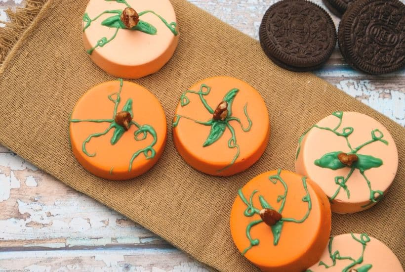 These Pumpkin Oreos are easy, adorable and perfect for a fall or Halloween parties or get-togethers. This Halloween treat is fun and festive.