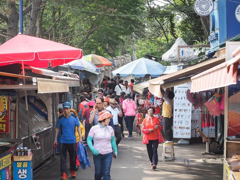 Foods stalls on road to Haedong Yonggungsa