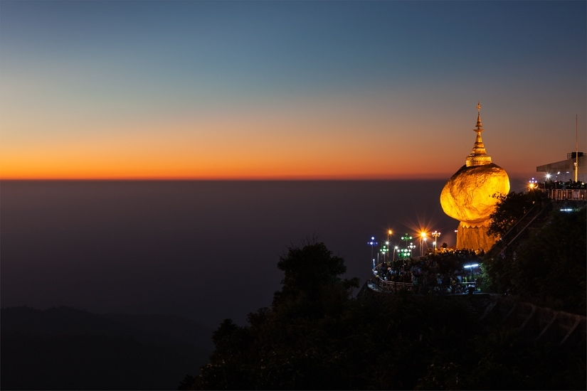 The Golden Rock Kyaiktiyo at night
