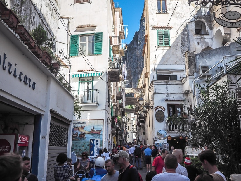 Is Amalfi coast family friendly? These are the typical crowds in Amalfi village