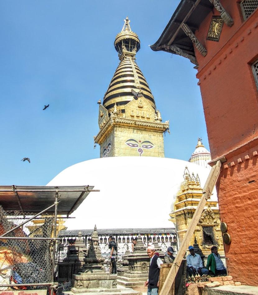 修理地震损坏的猴庙尼泊尔