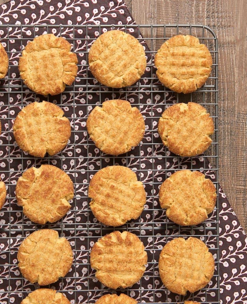 Peanut butter cookies get the snickerdoodle treatment with these Peanut Butter Snickerdoodles! - Bake or Break