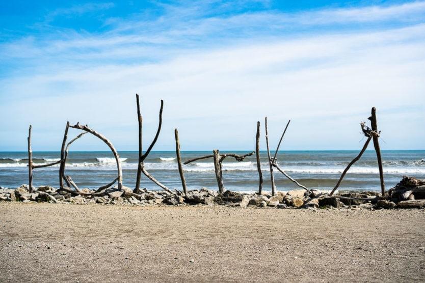 Hokitika Driftwood on the Hokitika Beach on the way to Hokitika Gorge