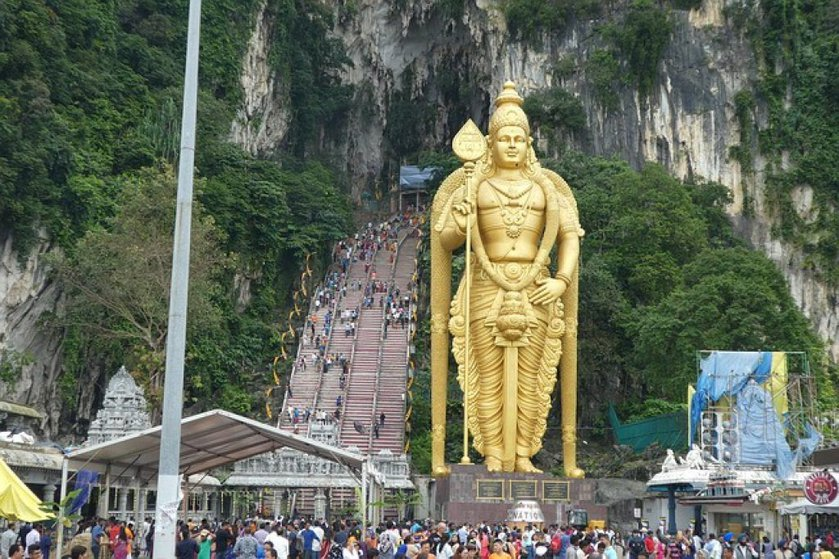 batu-caves-steps-and-statue