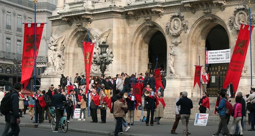 TFP campagne - La TFP en campagne pour dire « Non ! » à la défiguration de Notre-Dame