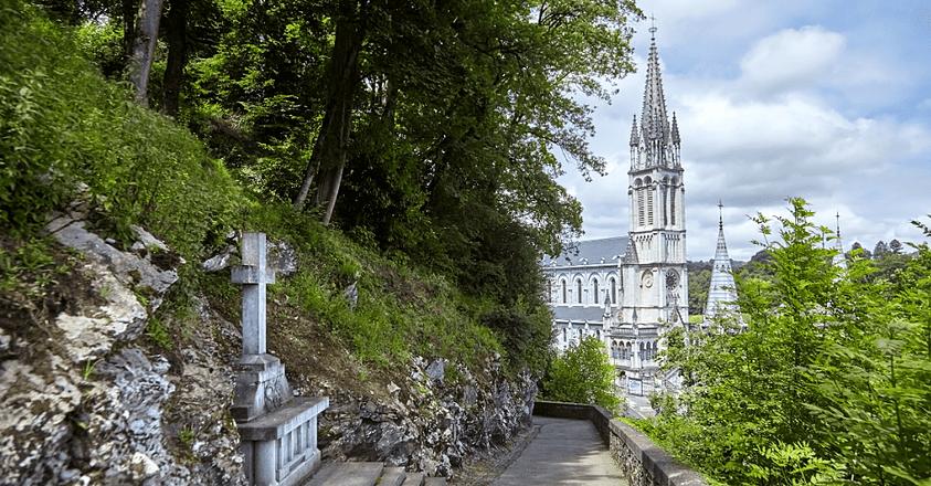 Les sanctuaires catholiques n'y échappent malheureusement pas…Dans un article publié le quinze mai dernier, le journal La Croix a mené l'enquête.