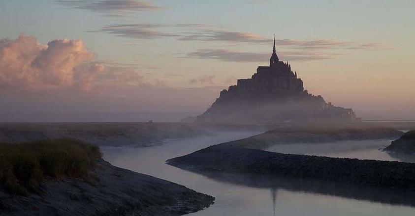 Mont Saint Michel at Dawn - APPEL À LA RÉSISTANCE