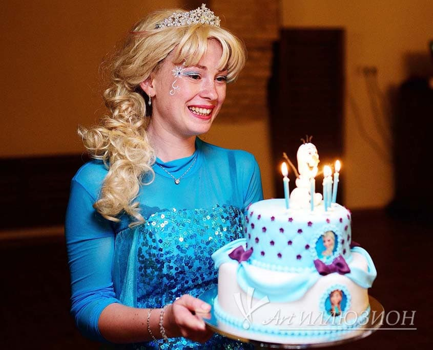 Кенди бар и торт на заказ на День рождения ребенка Киев в стиле Frozen