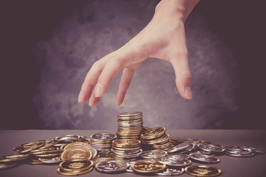 ręka wyciągnięta po pieniądze