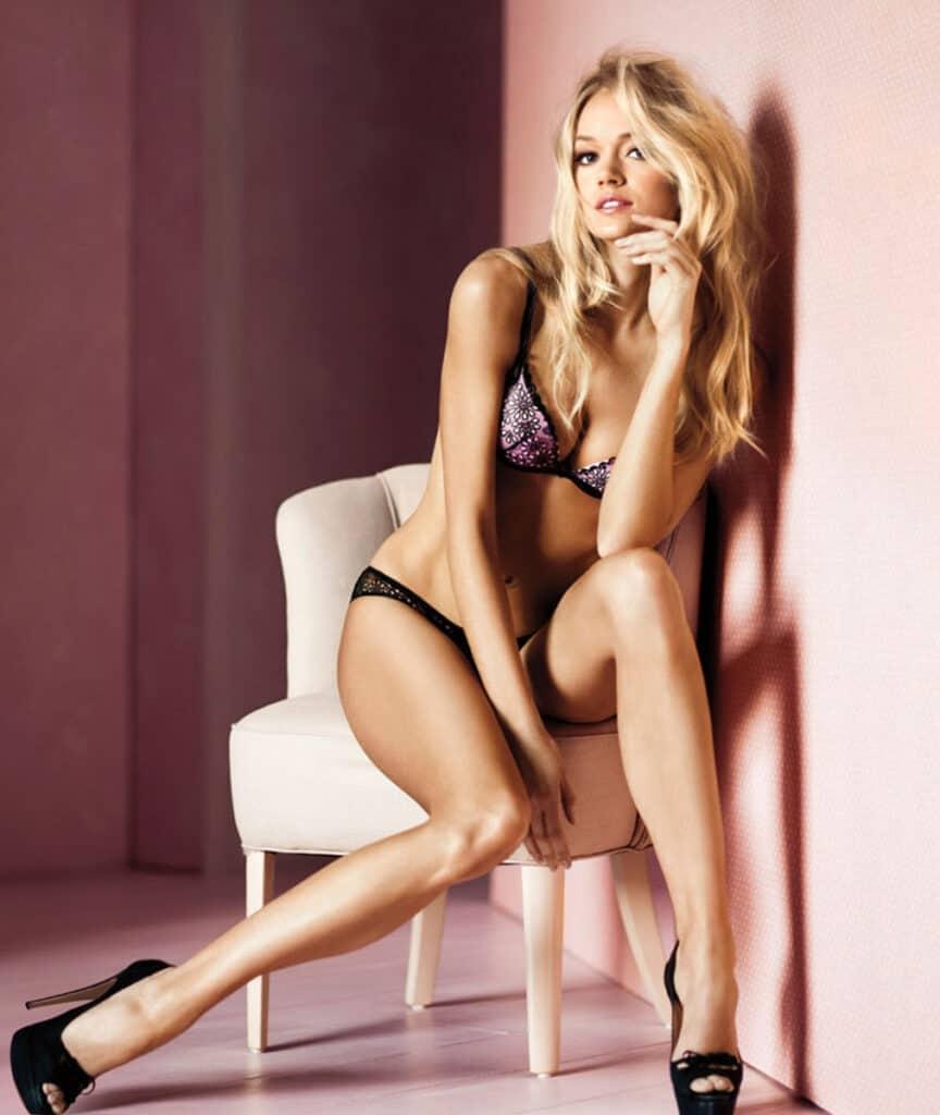 Lindsey Ellingson beautiful legs