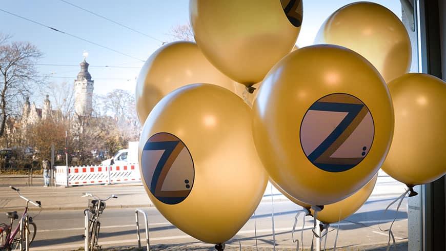 Zurek Küchen Luftballons mit dem Blick auf das Rathaus in Leipzig