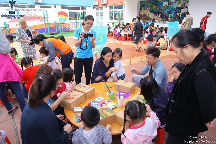 Phụ huynh cùng các con tham gia Sự kiện No Plastic - Go Green tại CGD Victory