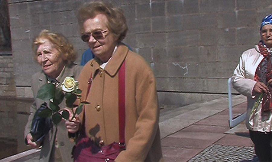 Friederike Furch (rechts) mit Irma Trksak in Ravensbrück (2008)