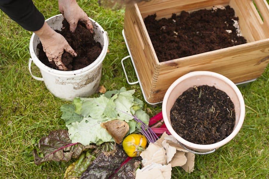 DIY Anleitung zum Bau eines Wurmkomposters. Eine Wurmfarm oder ein Wurmcafe ist schnell gebaut und erzeugt wertvollen Wurmkompost für den Garten.