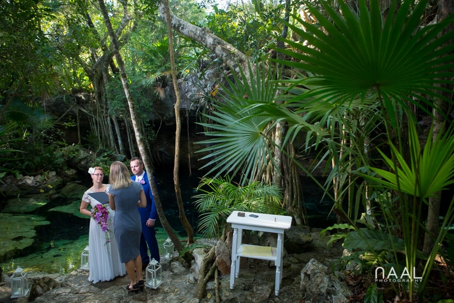 cenote landscapes. Trash the dress photo session by Naal Wedding Photography