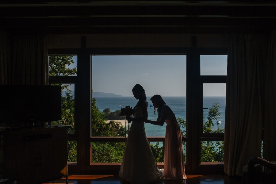 Philippines destination wedding photo by Shangri-La wedding photographer Julian Abram Wainwright