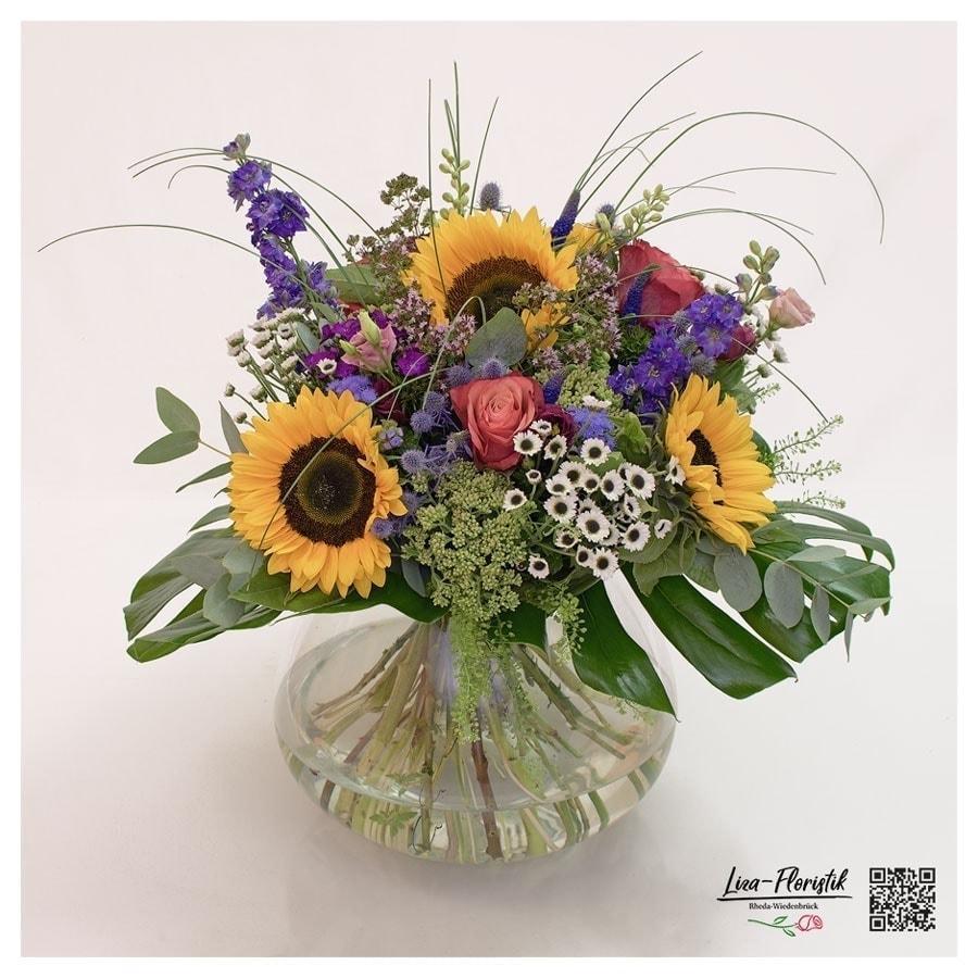 Bunter Sommerstrauß mit Sonnenblumen