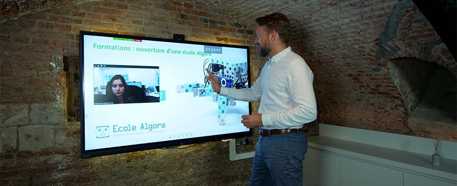 formation à distance via écran interactif