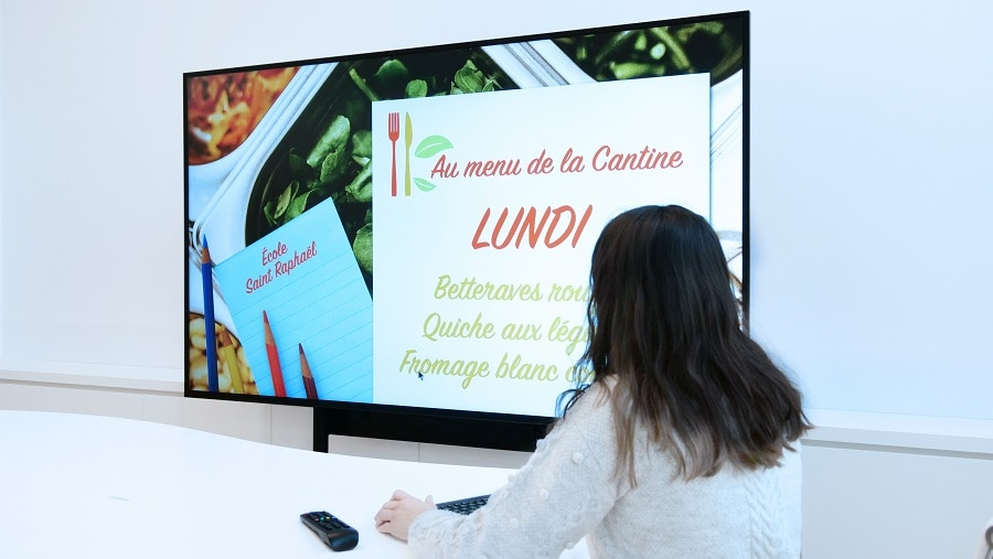 Afficher le menu de la cantine et faire de la prévention avec un écran d'affichage SpeechiDisplay