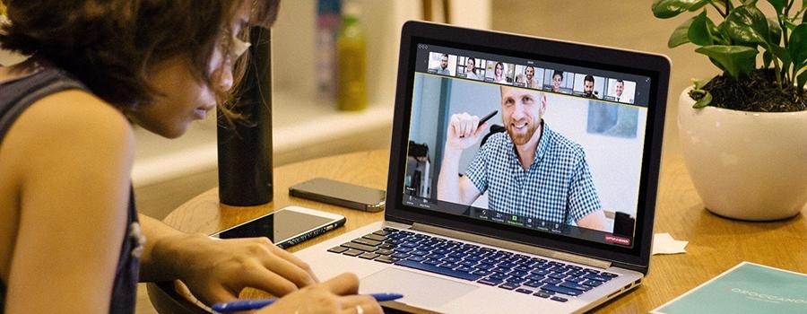 travail hybride en entreprise avec les logiciels collaboratifs