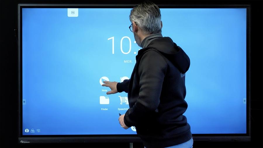 """écran tactile SuperGlass 75"""" SpeechiTouch au centre de formation du RCL"""