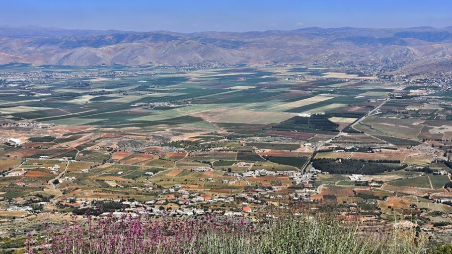 Bekaa Valley, rich land and history, baalbek and Anjar