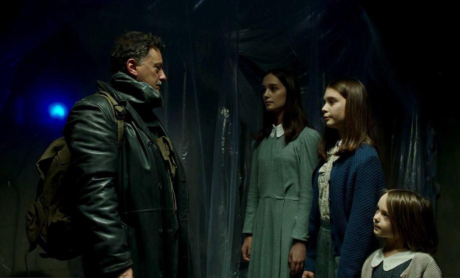 """O pai"" (Valerio Binasco), Stella (Denise Tantucci), Luce (Gaia Bocci) e Aria (Olimpia Tosatto)"