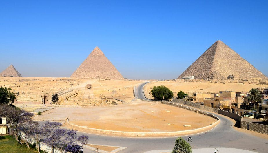 The pyramid and sphinx before the crowds arrive