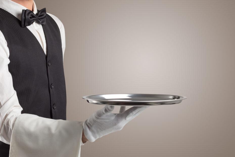 Tyylikäs tarjoilija noudattaa etikettiä.