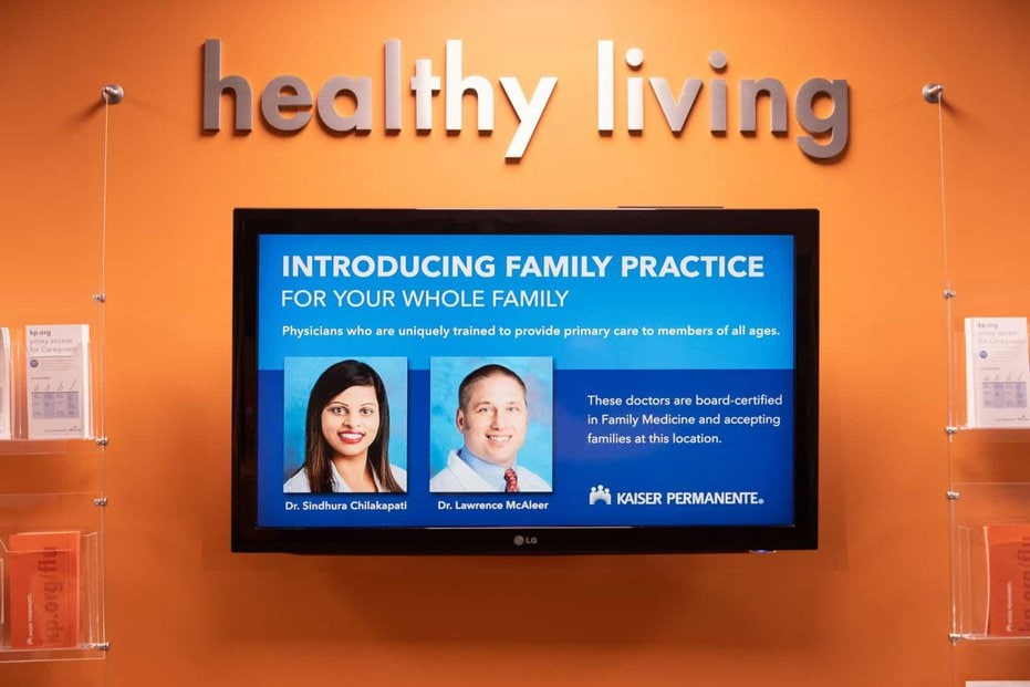 Kaiser Permanente lobby showing Healthy Living digital signage campaign