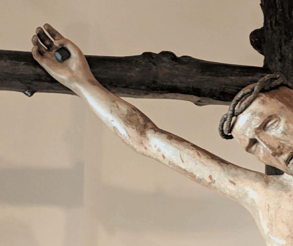 Le mani del crocifisso ligneo del XIII secolo – Fossò – 2019