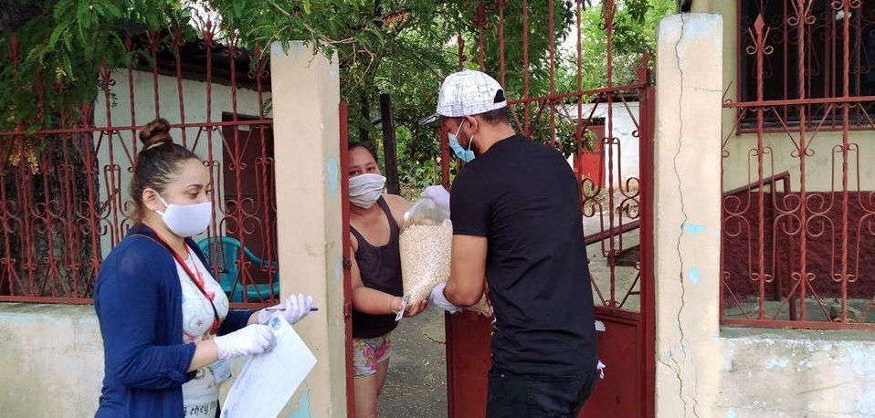 Reparto de víveres en San Cristóbal Acasaguatlán (Foto: Muni San Cristóbal Ac)