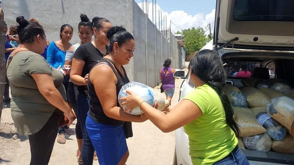 Reparto de víveres en San Agustín