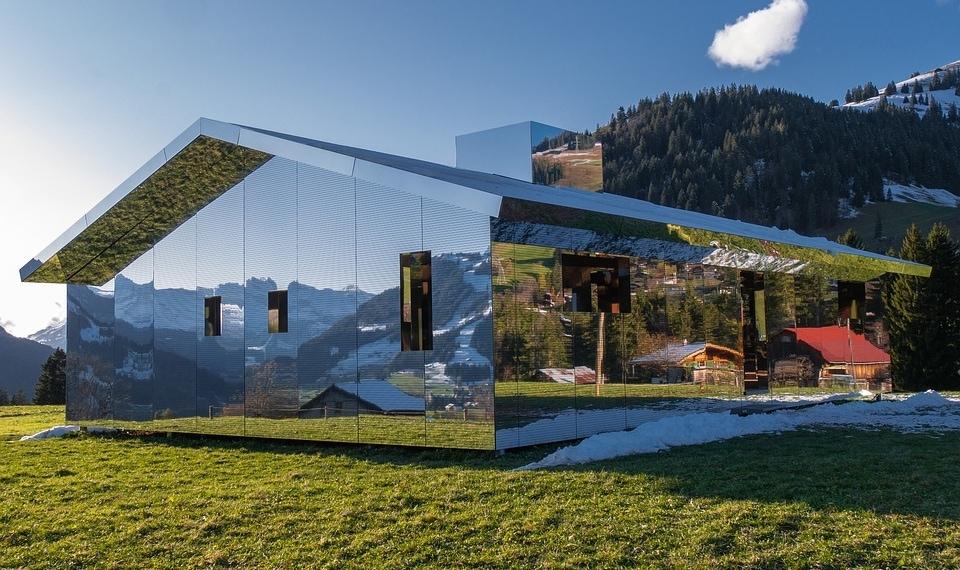Дома с зеркальными фасадами — соединение с природой