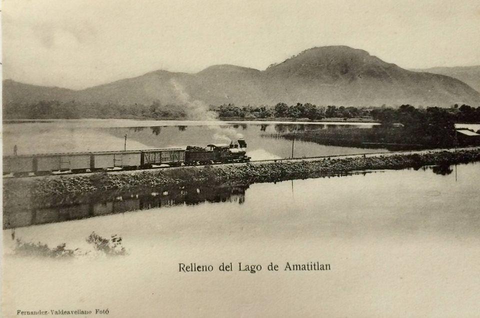 Ferrocarril del sur atravesando el lago Amatitlán