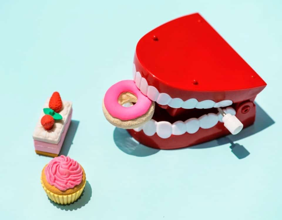 Bad Habits That Hurt Your Teeth