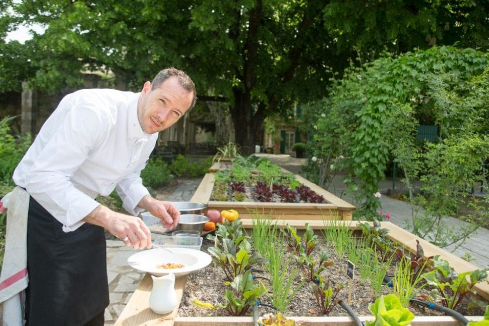 Marc Fontanne chef une étoile Michelin dans le potager du Prieuré
