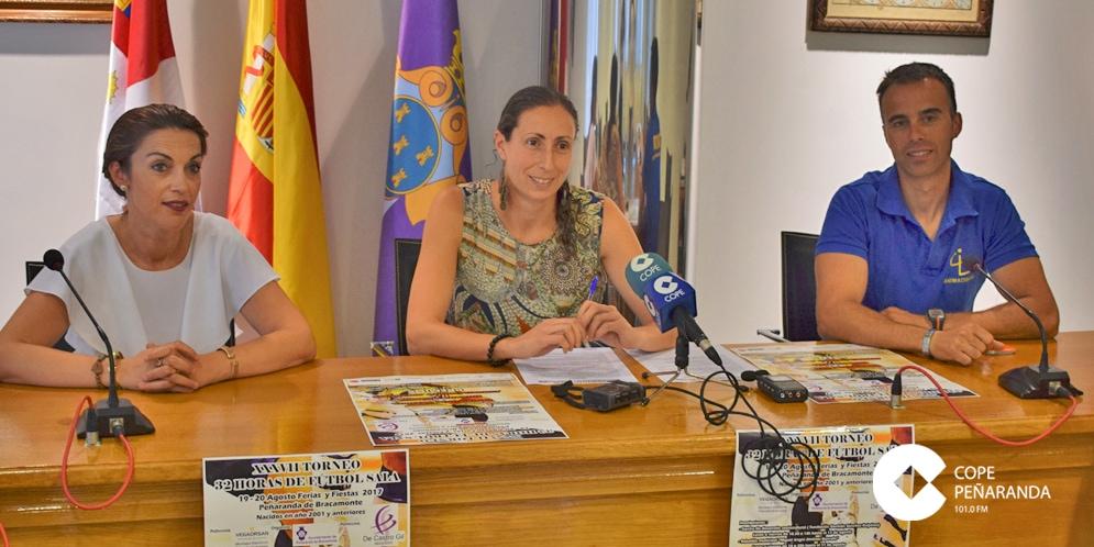 Pilar García, junto a Rocio de Castro y Roberto Pérez, presentaron este Torneo.