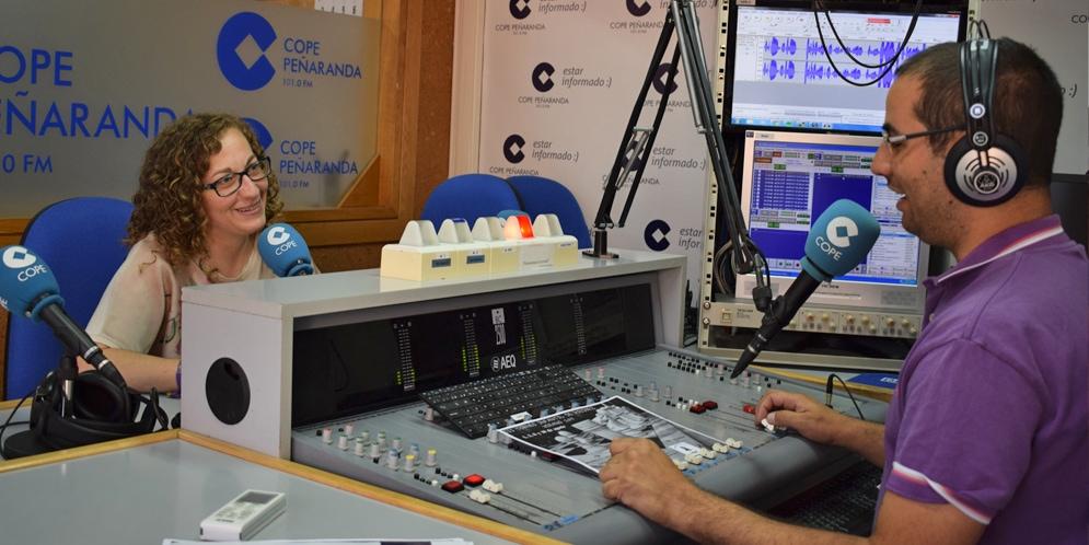Carmen García Chaves, de la Asociación de ajedrez Mundy, en los estudios de COPE Peñaranda.
