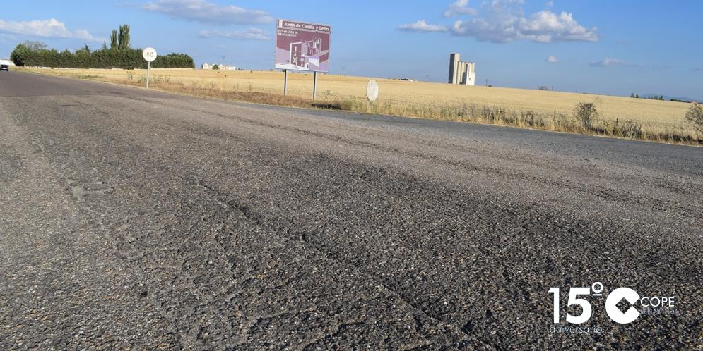 Estado en el que se encuentra la N-501 frente al polideportivo municipal.