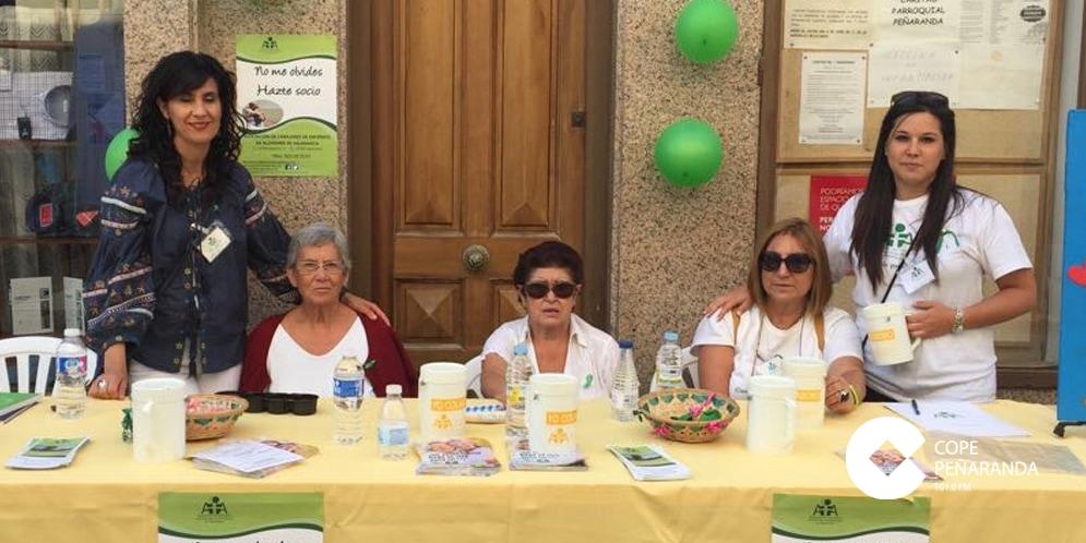 La Asociación de familiares de enfermos de Alzhéimer colocó una mesa informativa en Peñaranda.